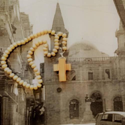Krzyżyki do rózańców zostały wykonane z drewna ze zniszczonego dachu kościoła maronickiego w Aleppo / crosses are made from the wood of the broken roof of maronite church in Aleppo