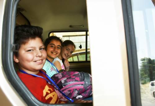 Na zajęcia dzieckai dowożone są busikami / Children are provided with transportation