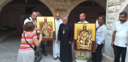 Mieszkańcy Malula wnieśli ikony razem z nami / People of Malula along with us were carrying icons