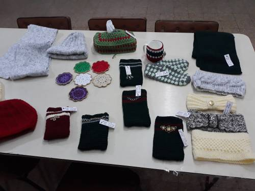Atelier produkuje ubrania a także sezonowe gadżety /Atelier produces clothes and different types of accesories