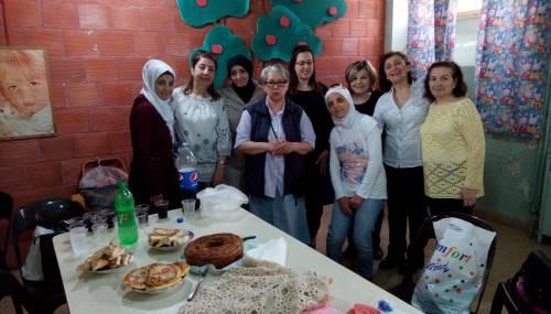 Atelier to miejsce pracy, spotkań i terapii dla ponad 20 muzułmanek i chrześcijanek w różny sposób dotkniętych wojną / Atelier is a place of meetings, work and therapy for over 20 Muslim and Christian ladies, who suffered from war