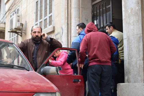 Taksówkarz wozi 4 niepełnosprawne osoby do zakładu pracy / He is trapsorting 4 hadicapated people to a special workshop