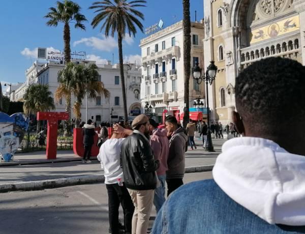 """""""Jak złodziej wkradnę się do Francji"""" – z Joelem z Wybrzeża Kości Słoniowej o Afryce, Europie, legalnej i nielegalnej migracji rozmawia ks. Przemysław Szewczyk"""