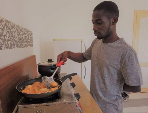 Gotuj z Afryką! Dziś na tależu pączki z fasoli z sosem pomidorowym!